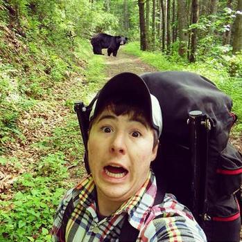 自撮り棒 事故 崖から転落 車・列車にはねられる 熊に襲われる?.png